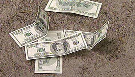 Дефицит доллара снижается